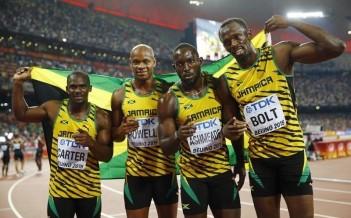 8月29日、陸上の世界選手権、男子400メートルリレー決勝でウサイン・ボルト(右)を擁するジャマイカが37秒36で優勝(2015年 ロイター/Kai Pfaffenbach)
